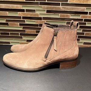 Paul Green Chelsea Suede Ankle Booties Size 5